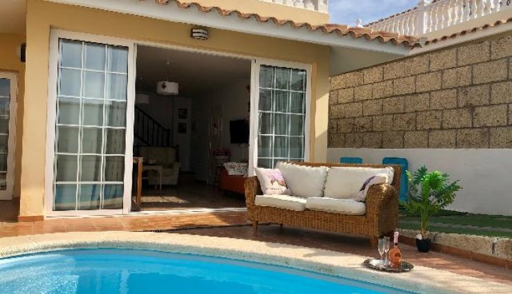 House for sale in Corazones del Palmar with private pool - 408,000 euros